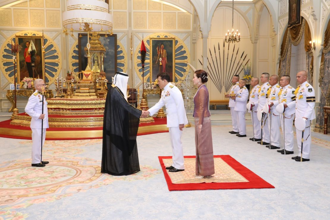 พระบาทสมเด็จพระเจ้าอยู่หัว และสมเด็จพระนางเจ้า ฯ พระบรมราชินี เสด็จออก ณ พระที่นั่งอัมพรสถาน พระราชวังดุสิต พระราชทานพระบรมราชวโรกาสให้ เอกอัครราชทูตต่างประเทศประจำประเทศไทย เฝ้าทูลละอองธุลีพระบาท ถวายพระราชสาส์นตราตั้ง และอักษรสาส์นตราตั้ง