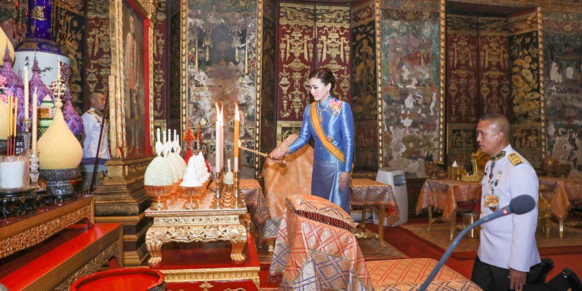 สมเด็จพระนางเจ้า ฯ พระบรมราชินี เสด็จพระราชดำเนินแทนพระองค์ ไปในการพระราชพิธีทรงบำเพ็ญพระราชกุศลถวายผ้าพระกฐิน ณ วัดราชโอรสารามราชวรวิหาร และวัดอรุณราชวรารามวรมหาวิหาร