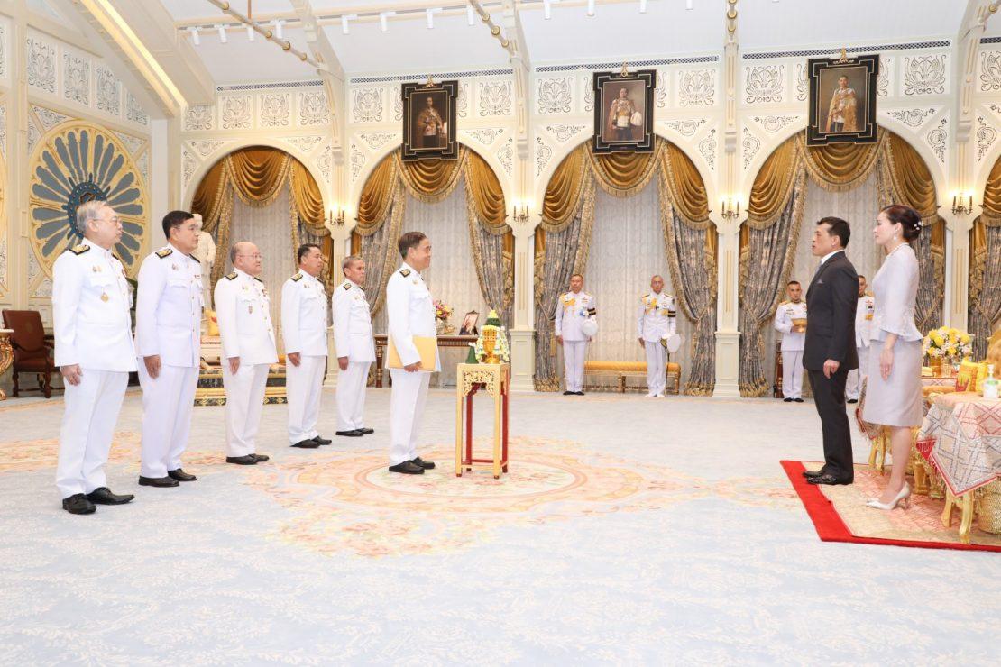 ระบาทสมเด็จพระเจ้าอยู่หัว และสมเด็จพระนางเจ้า ฯ พระบรมราชินี เสด็จออก ณ พระที่นั่งอัมพรสถาน พระราชวังดุสิต พระราชทานพระบรมราชวโรกาสให้ คณะบุคคลต่าง ๆ